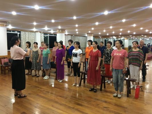 三钢老体协退休职工排练合唱节目2 小.JPG