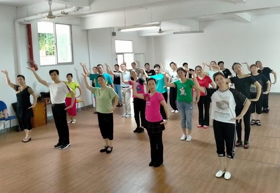 三钢老体协举办广场舞辅导员培训班1 小.JPG