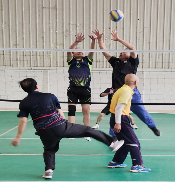 三明市区气排球分会举行迎元旦老年人气排球赛2 小 雷醒.JPG
