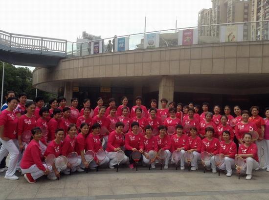 三明市柔力球分会举办最新健身套路培训 合影 小.JPG