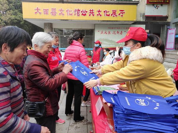 大田县南街社区组织共建辖区单位开展学雷锋志愿服务活动 小.JPG