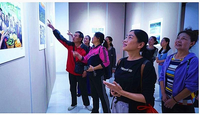 三明健身指导总站观看市艺术馆摄影获奖作品展 美图.jpg