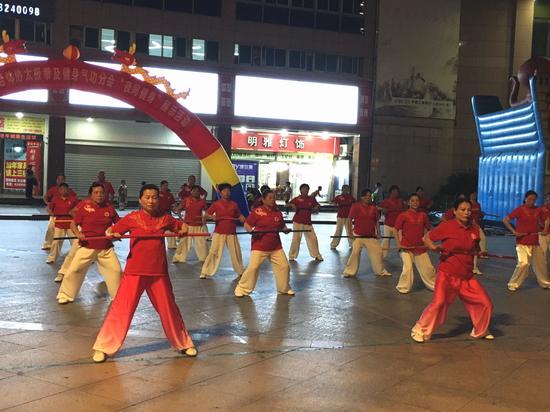 三明市拳剑、气功分会夜健身展示5 小.JPG